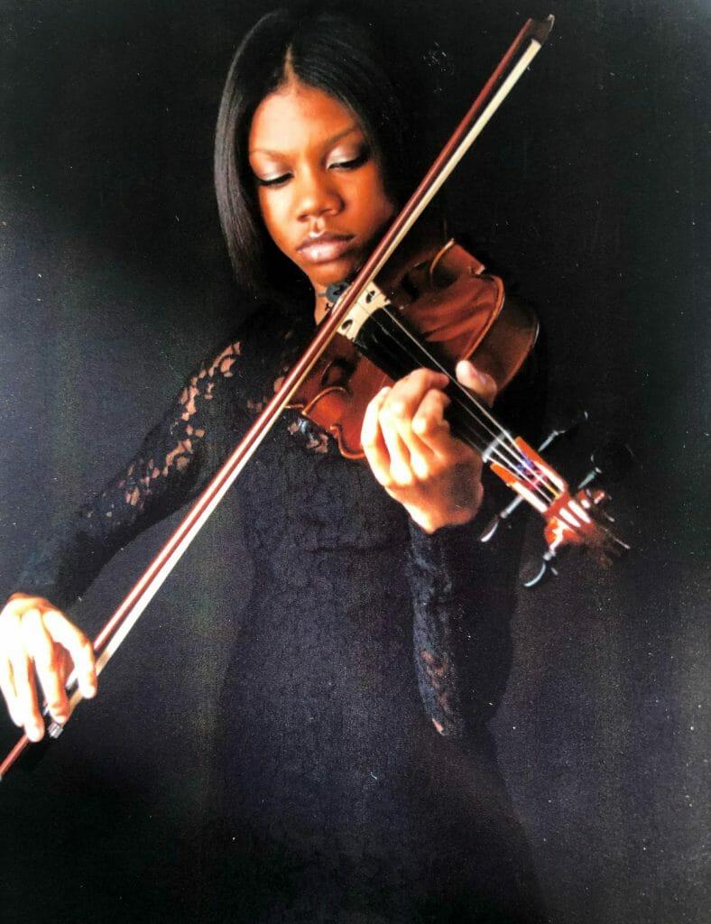 Nia Dewberry Musicologie Teacher